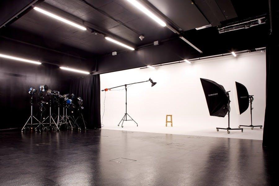 ADM VisCom Photography Studio 2