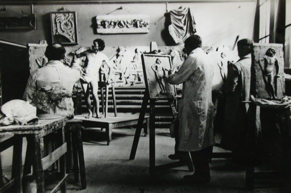 Historical  photo of an art class