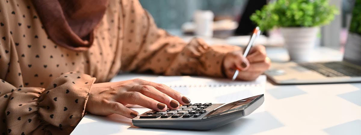 Islamic Finance Article 1200x450 - Woman with a calculator