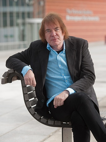 Julian Lloyd Webber welcome