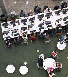 商学院-主页-我们的设施翻转卡片-图书馆