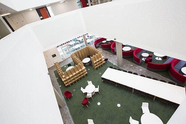 Library 7 600x400 - Interior