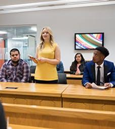 法学院-网站-设施-裁判法院-裁判法院的学生