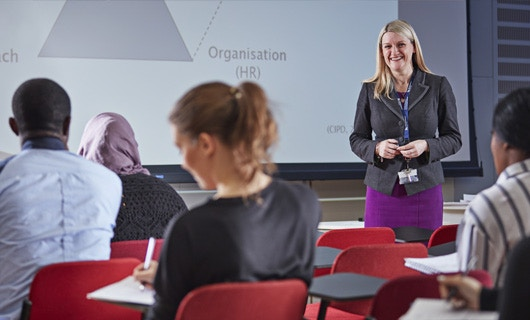Business School - News - ATD - Meet the Experts Image 530x320 (Lecturer in front of a class)