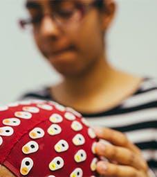 社会科学-网页-设施-心理学实验室-戴帽子的人