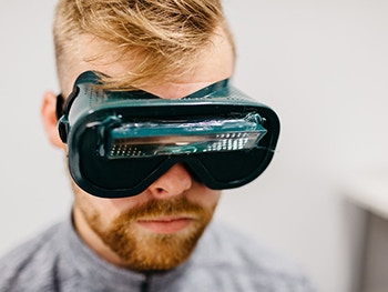 Centre for Applied Psychology - Take part in our research 350x263 - Man with a viewing device on his head
